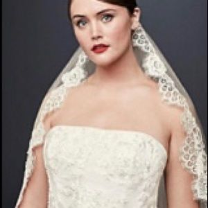 Bridal Mid Veil with Trailing Lace color Ivory